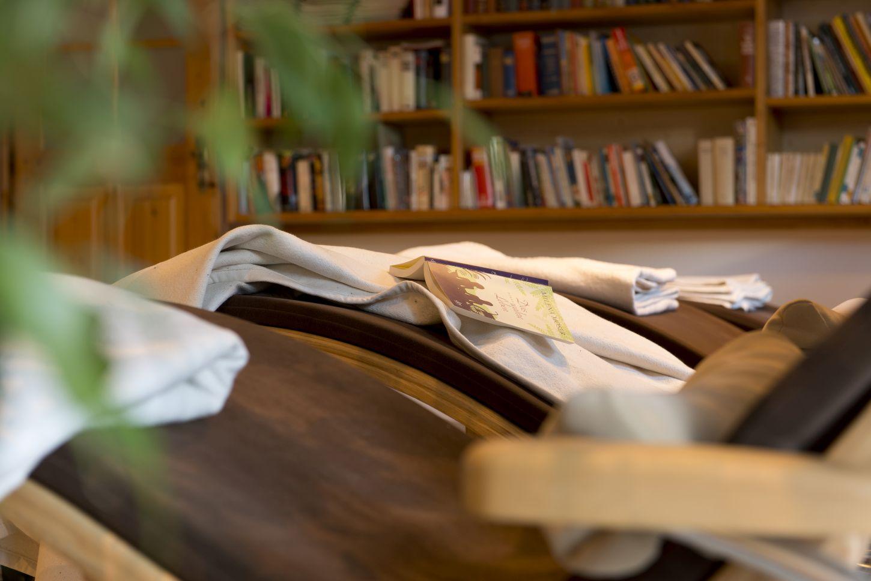 Ruheraum Bücherregal